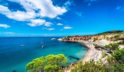 Magische Ibiza in de zomervakantie + ontbijt